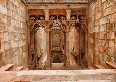 Step well statues Bundi