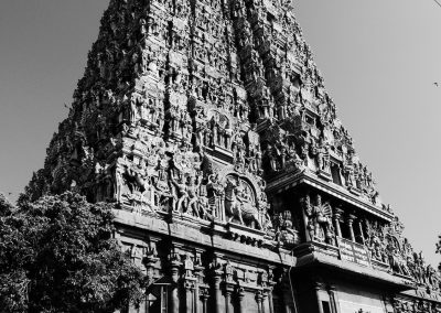 Madurai Menakshi Temple Way to Dharsan bw