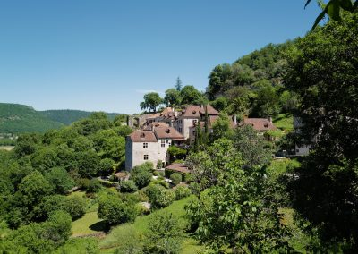 St Cirq Lapopie houses on the hill